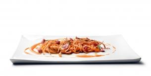ricetta Tonnarelli con crema fagioli, salsiccia di cinta senese e cipolla croccante