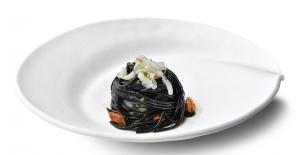 ricetta Spaghetti al nero di seppia con calamari e cozze